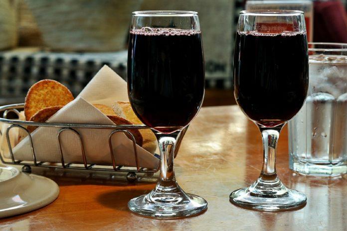 Вино – «Плесните колдовства в хрустальный мрак бокала»
