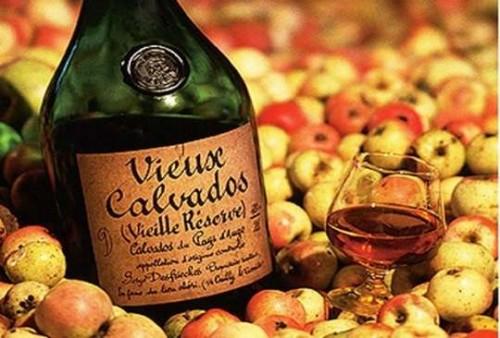 Крепкие алкогольные напитки из яблок