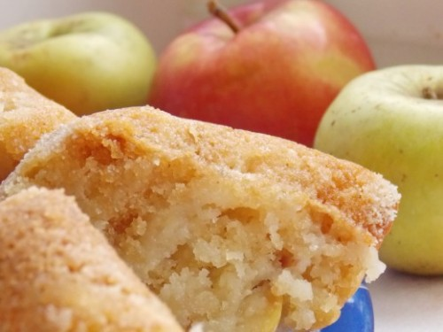 Манник с грушами и яблоками